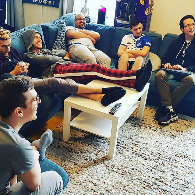 A little moment between mates at the gaming house! #Calm #Chill #Team #Briefing #Esport #FoxSpirit