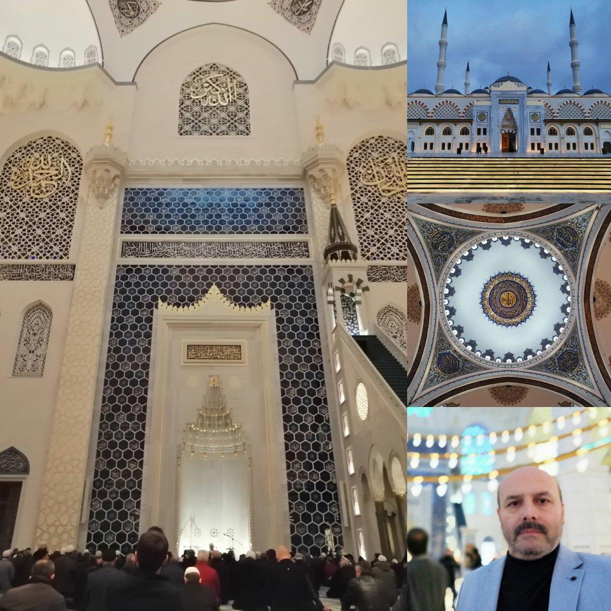 Muhteşem Çamlıca Camii'nde Çanakkale şehitlerimiz için okunan Kur'an tilavetindeyiz. Rabbim tüm şehitlerimize rahmet eylesin.  #çanakkale #geçilmez #şehit #vatan