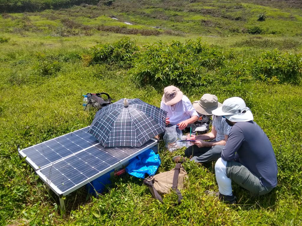 test Twitter Media - RT @AndyFBell: Back in the field on Sierra Negra #IGUANAproject @GeosciencesEd @hernarado @igepn @dias_geophysics https://t.co/Ehla47alda