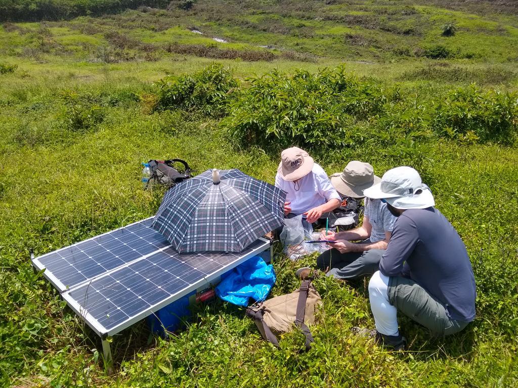test Twitter Media - RT @AndyFBell: Back in the field on Sierra Negra #IGUANAproject @GeosciencesEd @hernarado @igepn @dias_geophysics https://t.co/Ehla47alda
