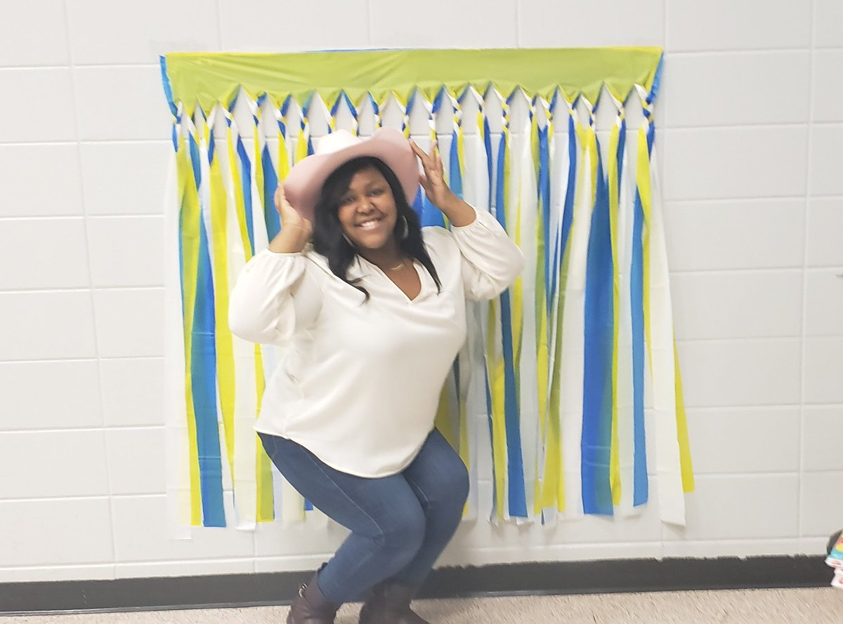 Ms. Mason posing at The Selfie Station during Kinder Round Up!@HicksTigers @HicksTigers #WeAreHicksElem #AliefRoundUp2019 #aliefmission