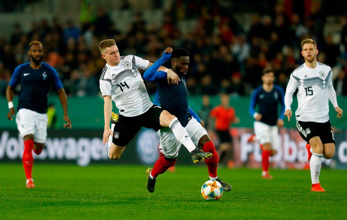 Hochklassiges Remis in Essen. Die deutsche #U21 trennt sich von Frankreich 2:2. #Öztunali und #Mittelstädt treffen für das DFB-Team ⚽ Zum Spielbericht ➡ http://dfb.social/U21_mit_Remis #GERFRA #Herzzeigen