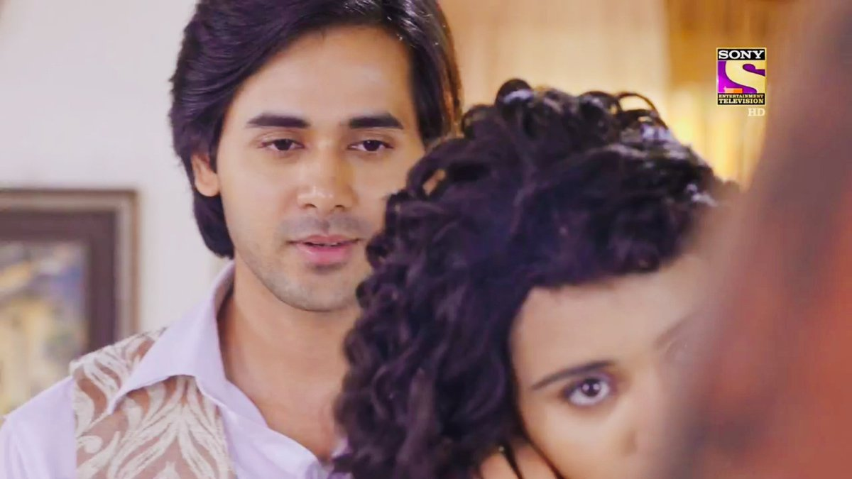 eyes  the desires yet pure love in sameer&#39;s   the hesitation yet acceptance in naina&#39;s.  #YehUnDinonKiBaatHai   #YUDKBH <br>http://pic.twitter.com/tSKQZrlPu0