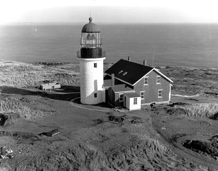 Seguin Island Lighthouse, ME, mid 1800s: The caretaker had a piano bought to cheer up his depressed wife. The wife played the same song until he was driven mad. He chopped her up with an axe, then killed himself. It is said their spirits still haunt the island. #FolkloreThursday<br>http://pic.twitter.com/GhGj29jVu0