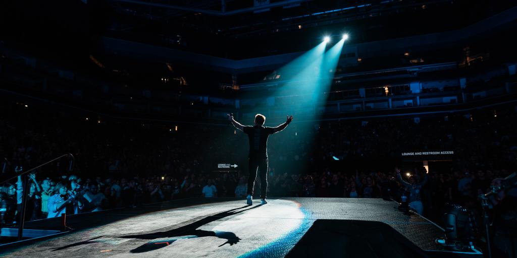 #TBT to last Friday night at the #HolyRoarTour 🙌 Check out photos from Sacramento's unforgettable night with @christomlin ❣️  📸 » http://spr.ly/6017EZ6SR