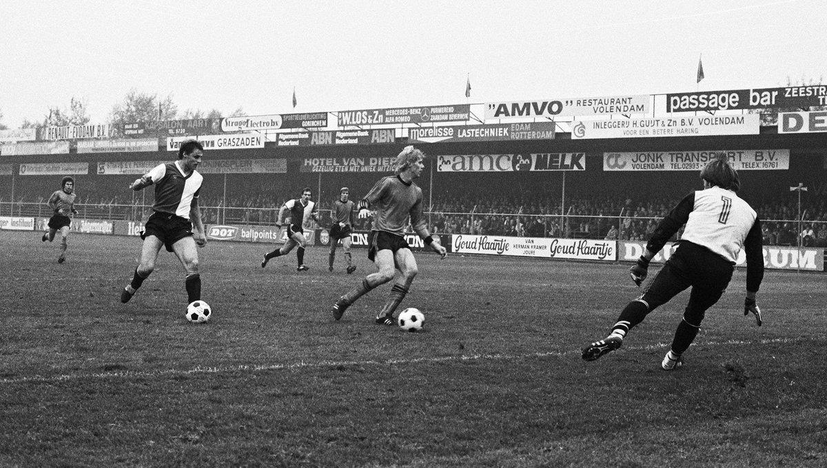 15/10/78, Volendam - Feyenoord. Feyenoord komt op 0-1 waarna Vdam 1-1 maakt Op het moment dat Feyenoord toch de 1-2 scoort, wordt vanuit het Feyenoord-vak een lek gestoken bal het veld op gegooid. De scheidsrechter keurt de goal af. 2 min voor tijd scoort Vdam 2-1. Einde beker