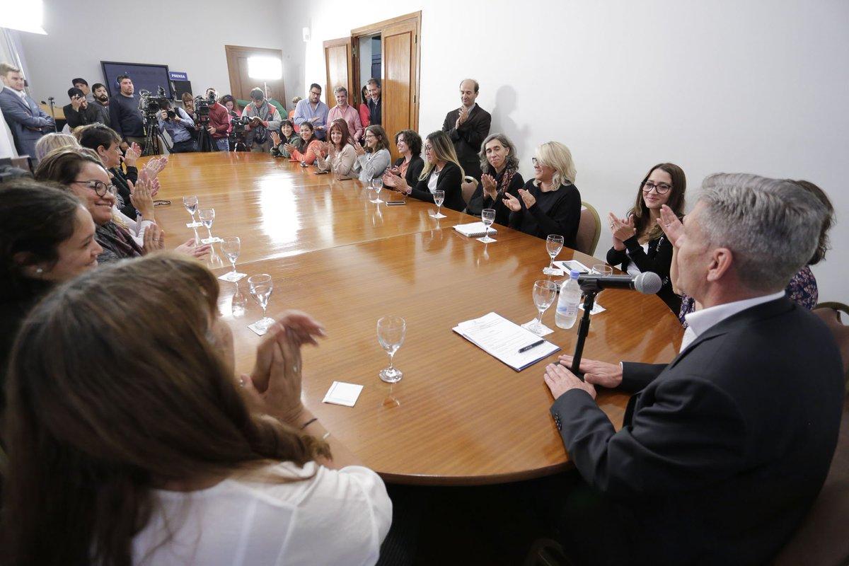 Como funcionarios y responsables de la creación de políticas públicas para una sociedad justa e igualitaria somos los primeros que debemos capacitarnos. Queremos la igualdad de oportunidades, la inclusión y el respeto para #Chubut.  #ChubutGanaSiEstamosTodos https://t.co/MMJNXHuPIS