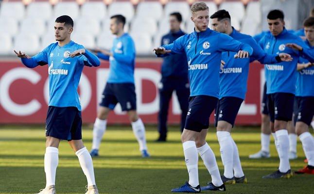 #SevillaFC 📋 + 📸 El @s04 se entrena en Sevilla con nuevo técnico http://ow.ly/sVS130o8NUE