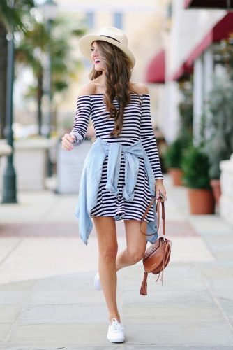 30 Perfect Girly Spring Outfits To Look Amazing Every Day; #springoutfits #girlyoutfits https://crazyforus.com/articles/girly-spring-outfits-look-amazing-every-day/…pic.twitter.com/R1tzkSYO84