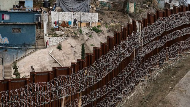 Border barrier materials installed under Trump stolen and used for home security in Mexico https://t.co/RIhWLhL0hN https://t.co/ey3GrxJHGZ