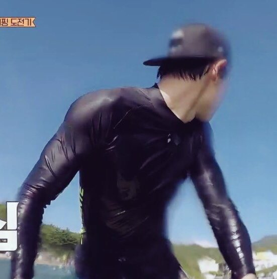 RT @AceQuezmar1: Thank you Lord for this wonderful views  😂😍🙈 #CHANYEOL #EXO @weareoneEXO https://t.co/K7eZpi46po
