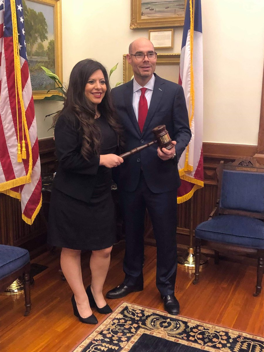 &quot;A leader is someone who helps improve the lives of other people or improve the system they live under.&quot; Sam Houston . Honored to be able to work with Speaker @RepDennisBonnen to improve the lives of Texans. #txlege<br>http://pic.twitter.com/z2Q2DlsPI7