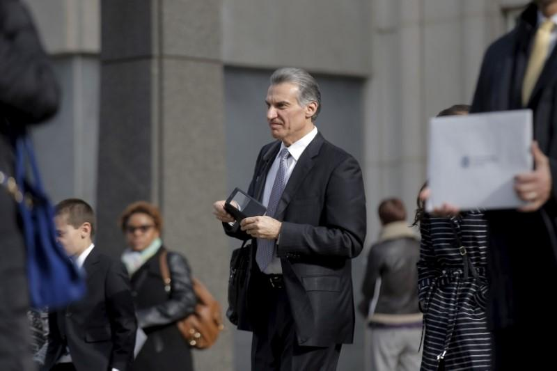Pastor convicted of hacking, insider trading gets five years prison: NY judge https://reut.rs/2JuLvUM