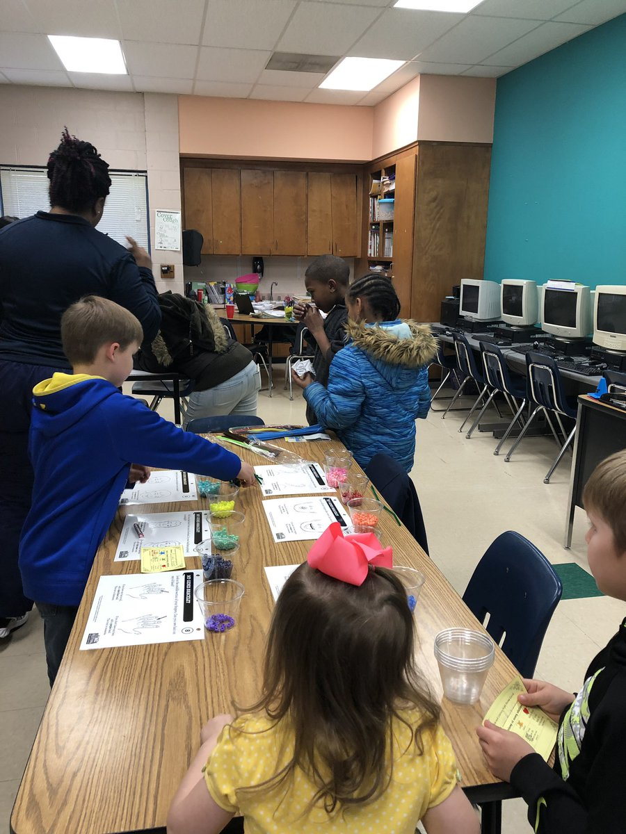 We had had a great turnout for our Science and Literacy Night! Thank you parents, students, and staff for choosing to spend your evening with us! #teamzeb #watchussoar @ZebVanceEagles<br>http://pic.twitter.com/UmcDDdsi6o