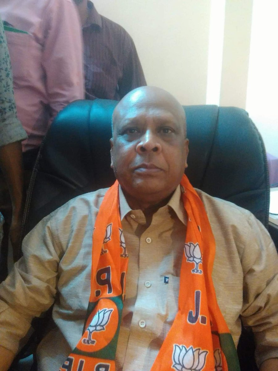 Dr. Mrinal Kanti Debnath, he&#39;s the BJP candidate from Barasat, Bengal.  The path of his life was not straight. During riot in 1964 in Khulna, Bangladesh, to save himself one day he left Khulna and came to &#39;Habra&#39;, the undivided 24 Parganas district of India.  #BJPFirstList 1/n<br>http://pic.twitter.com/T75NO6IWm4