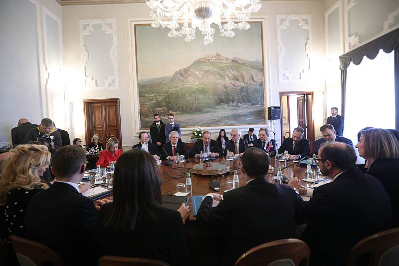 Sergey #Lavrov's opening remarks at the expanded-format meeting with #SanMarino Secretary of State for Foreign and Political Affairs and Justice Nicola Renzi   http://www. mid.ru/en/foreign_pol icy/news/-/asset_publisher/cKNonkJE02Bw/content/id/3580551 &nbsp; … <br>http://pic.twitter.com/k95eAjB3Qt