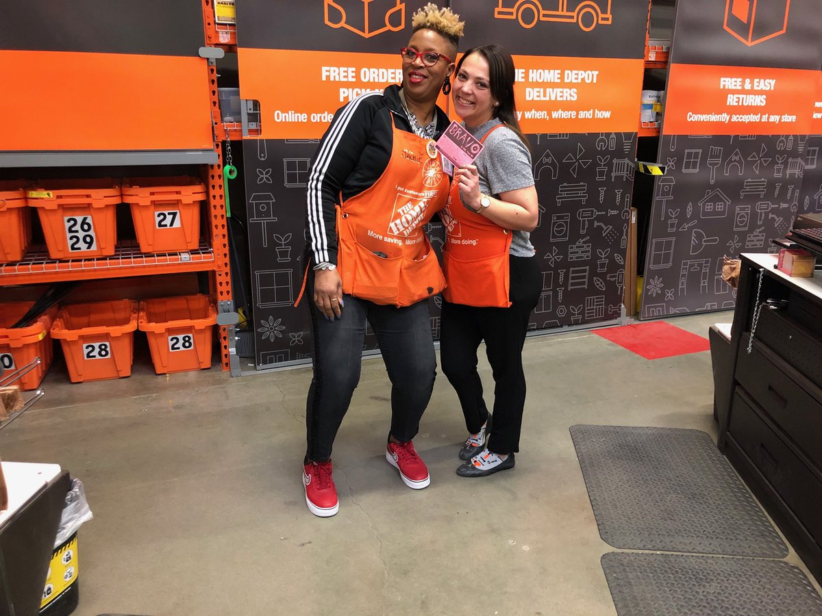 Had to shout out one of my ASM's for helping the desk when it gets busy with a Bravo actually every ASM at the store will jump in and ring! Brittany, Nick, ABEL We appreciate all of you for stepping in and helping and assisting at the Service Desk! Thanks guys!