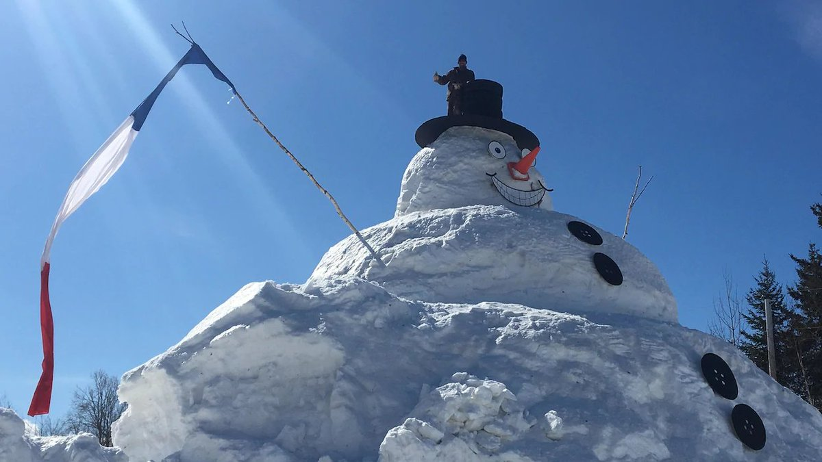 Hear about this giant snowman, coming up next on 99.5FM or livestream at  https://www. cbc.ca/news/canada/ne w-brunswick &nbsp; … <br>http://pic.twitter.com/EXoetaXiSc