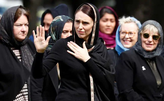 New Zealand women wear headscarves to support mosque shootings victims https://www.ndtv.com/world-news/new-zealand-women-wear-headscarves-to-support-mosque-shootings-victims-2011076 …  #ChristchurchShooting #NewZealandMosqueAttack