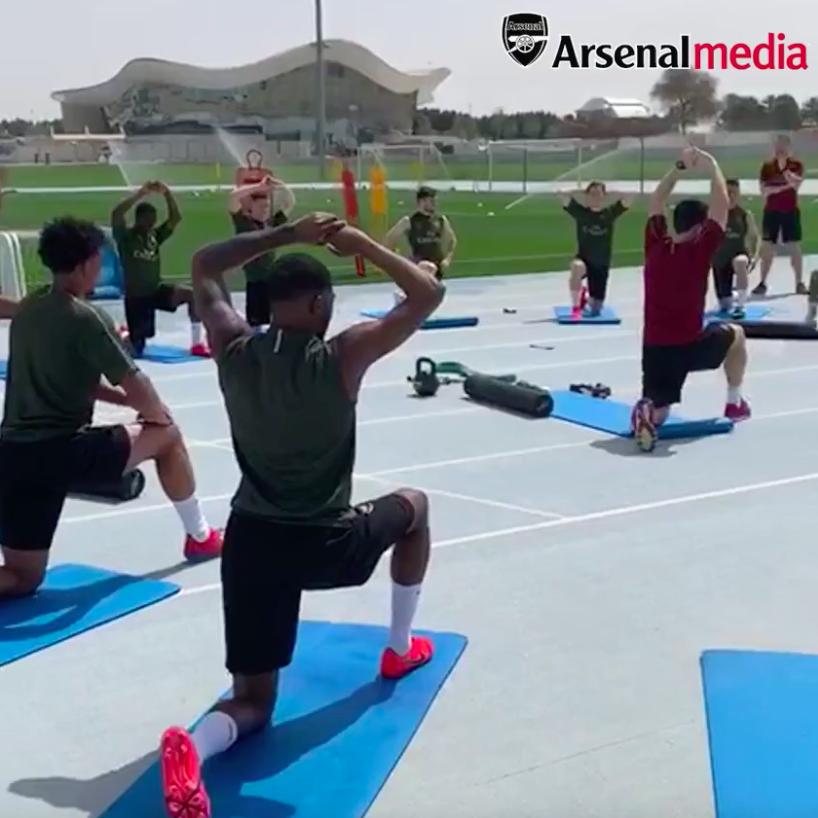 RT @Arsenal: Training in Dubai: underway ✅  #ArsenalInDubai 🇦🇪 https://t.co/ZFkgKSoI8i