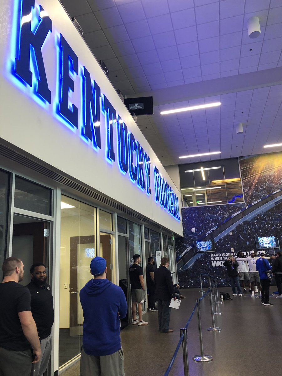 All 32 teams are here for Kentucky pro day, where scouts have been told probable top-5 pick Josh Allen won't do any testing or drills, while CB Lonnie Johnson plans to re-run his 40 and try to improve on his combine time. <br>http://pic.twitter.com/LA6j31pmt6 &ndash; à Nutter Football Training Facility