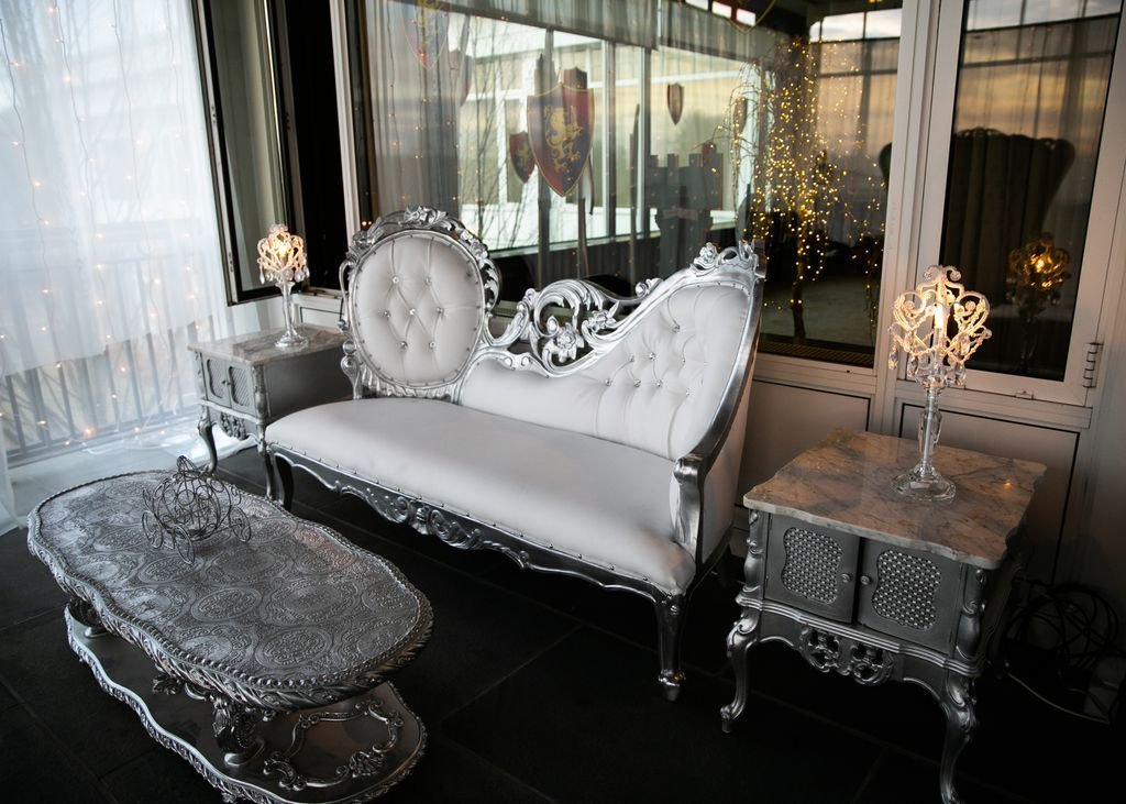Our silver filigree chaise freshly redone and ready for the 2019 wedding season! : @bruceplotkinphotography #weddinginspo #weddingdecor #CTweddings #RIweddings #eventrentals #weddingrentals <br>http://pic.twitter.com/R7gdCME3P4