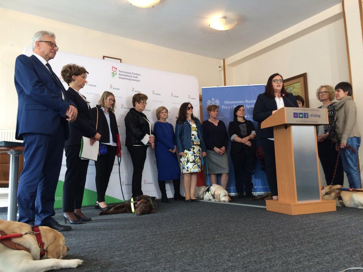 Konferencja z udziałem wiceministra Krzysztofa Michałkiewicza dot. szkoleń psów przewodników
