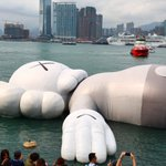 Image for the Tweet beginning: KAWS:HOLIDAY #HongKong is on! The