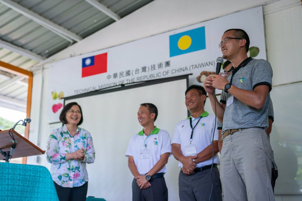 #Taiwan is proud to share its agricultural skills with good friend #Palau &amp; help local children develop healthy eating habits. Those mouthwatering fruits indeed show that Taiwan Technical Mission did a fine job! #OceansOfDemocracy<br>http://pic.twitter.com/gfYgQDmYJo
