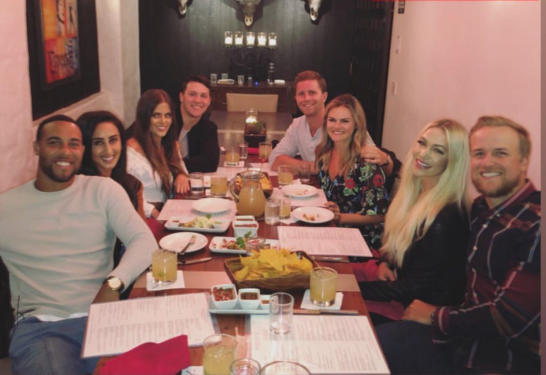 Another offseason dinner for the #Bills. Micah Hyde, Josh Allen, Stephen Hauschka, Matt Barkley &amp; their significant others. <br>http://pic.twitter.com/4szCgQdylZ