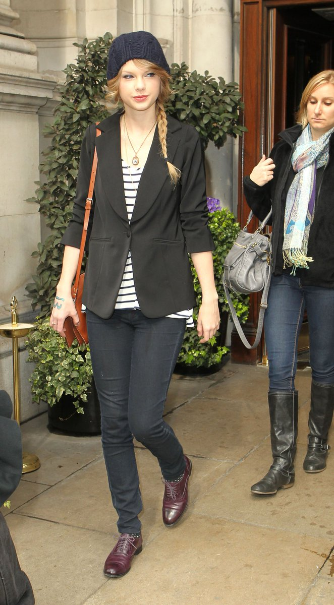 March 22, 2011  Leaving her hotel in London, England  Check out that adorable braid!  #TaylorSwift #TS7 #speaknow #f4f<br>http://pic.twitter.com/RtK97psmWO