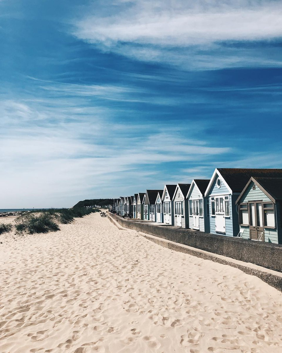 Midweek mudeford spit days are the best days... #LoveXchurch : IG/ frasermooney  #christchurchdorset #mudefordspit #mudeford #beachlife #beach #dorset<br>http://pic.twitter.com/Frsy4rQzoX