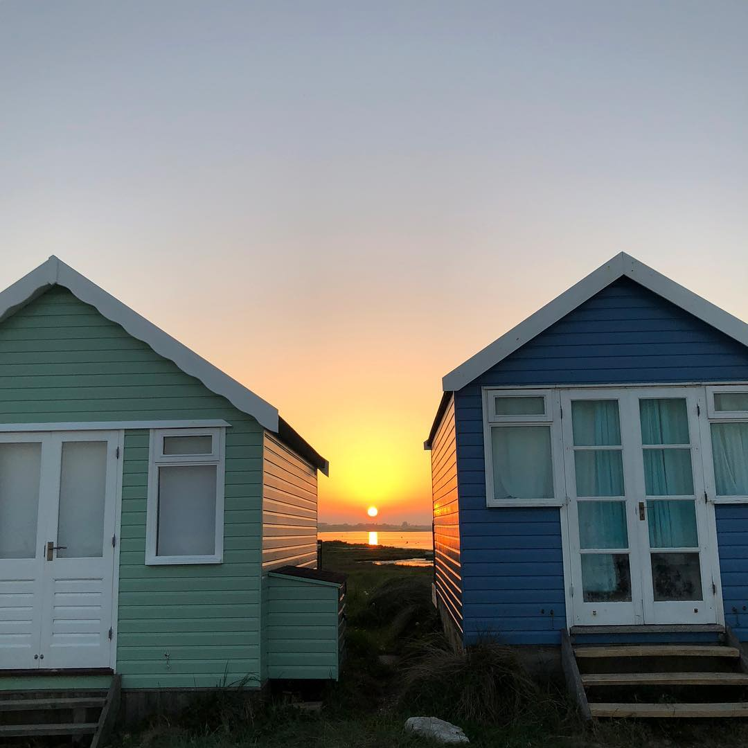 Mudeford Sunsets are absolutely stunning... can't. stop. looking.  #LoveXchurch  : IG/ 365piccygirl  #christchurchdorset #mudefordspit #mudeford #beachlife #beach #dorset #sunset #beachhut<br>http://pic.twitter.com/3kaciJWPe4
