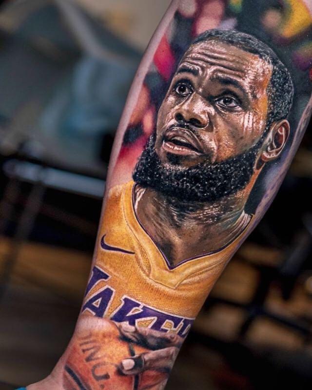 This @KingJames Lakers tattoo   (via @lukalajoie)<br>http://pic.twitter.com/vEXXqZFIbd