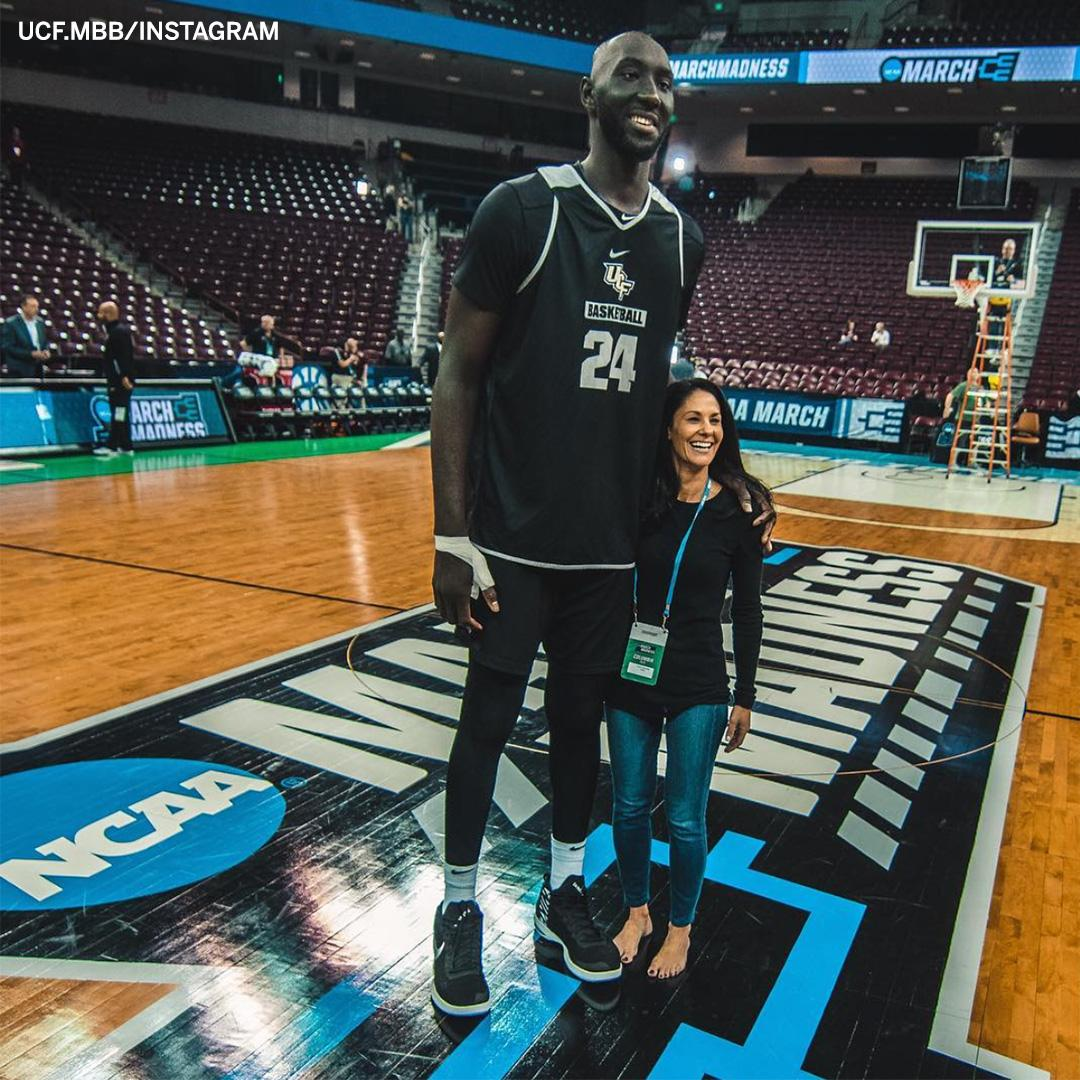 .@tackofall99 vs @tracywolfson? This would be a pretty fair game of 1-on-1 �� (via @UCF_MBB) https://t.co/a5FYuDpouH