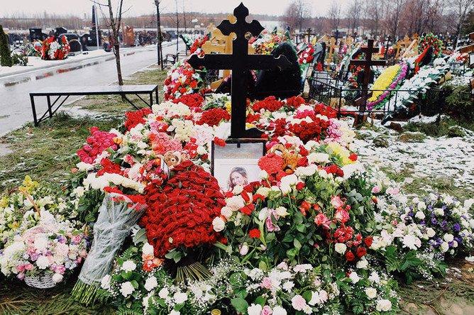 ФОТОРЕПОРТАЖ. Могила Началовой: похоронили и забыли https://www.gazeta.ru/culture/photo/nachalova-grave.shtml…
