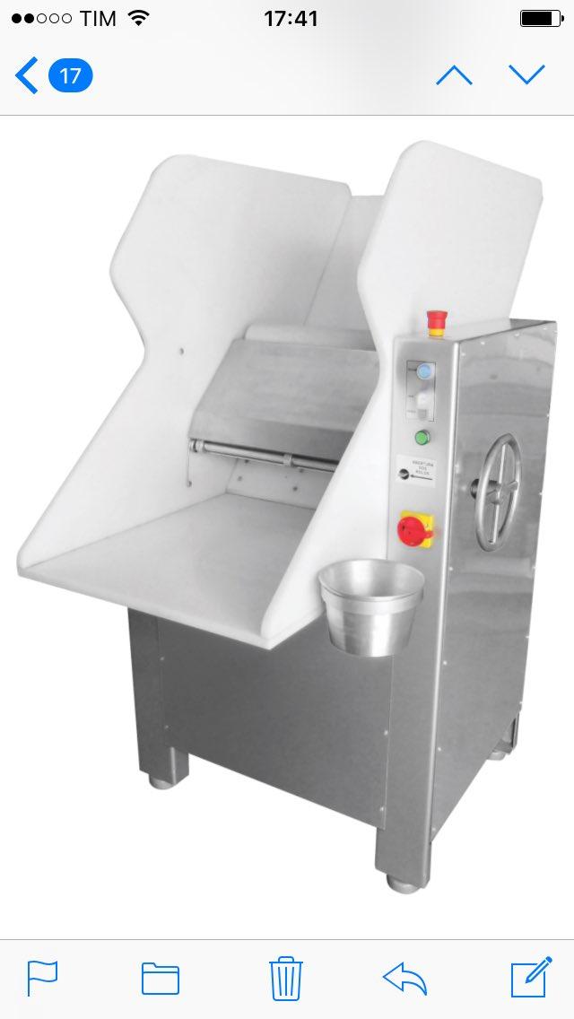 Cilindro, uso na linha de produção de pães, ideal na #padaria, gabinete em inox 304, rampa de polipropileno, capacite para 15Kg ou 35Kg de massa. Solicite seu orçamento, http://www.formaxbr.com.br, ou ligue 41-99974-1105.