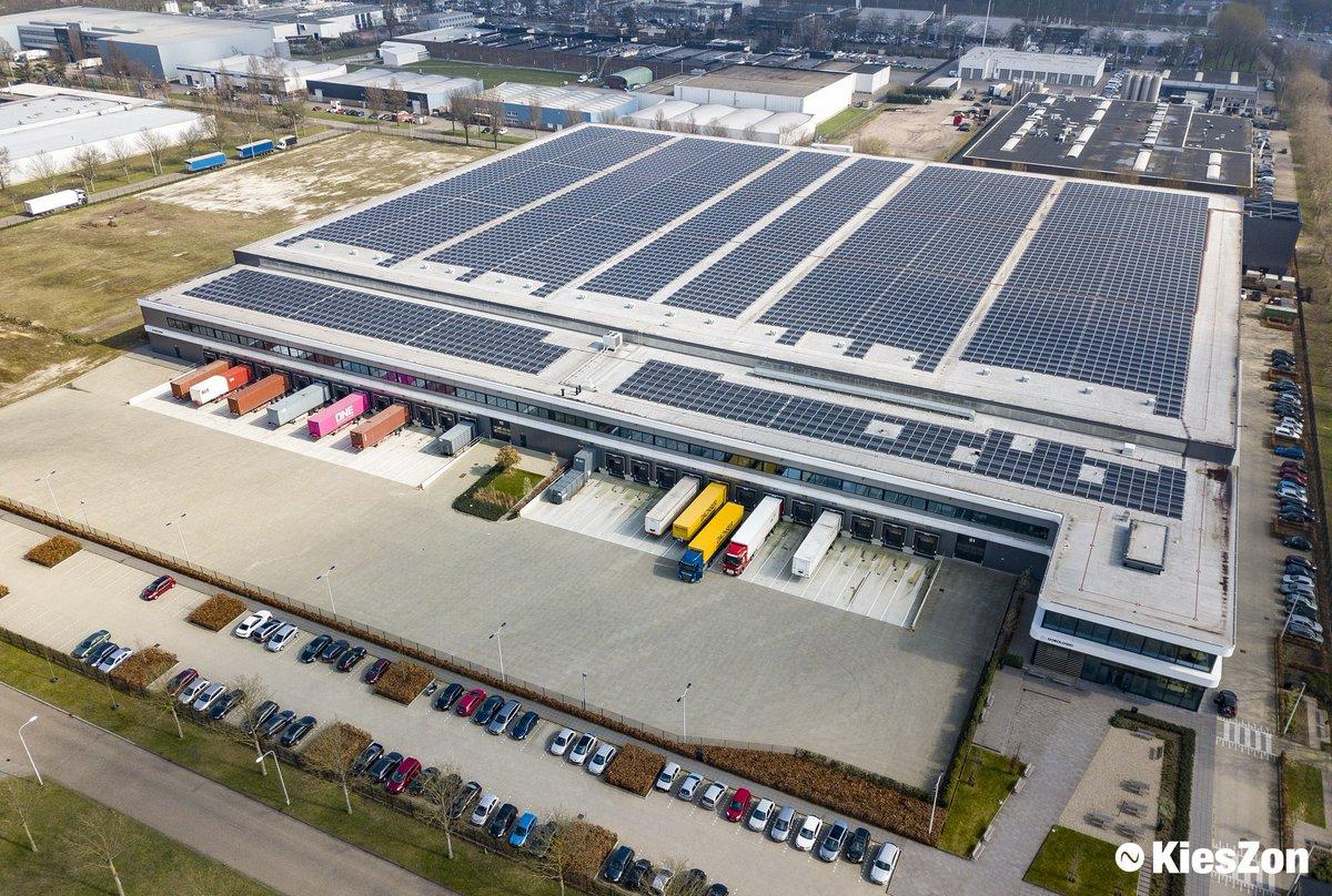 test Twitter Media - In Tilburg vierde DOKVAST gisteren de plaatsing van in totaal 11.620 #zonnepanelen. De panelen zijn geplaatst op het dak van een door DOKVAST ontwikkeld distributiecentrum. Jaarlijks zal er ruim 3.000.000 kWh aan groene stroom worden opgewekt. https://t.co/KIbNKy2vdi https://t.co/tHgocku134