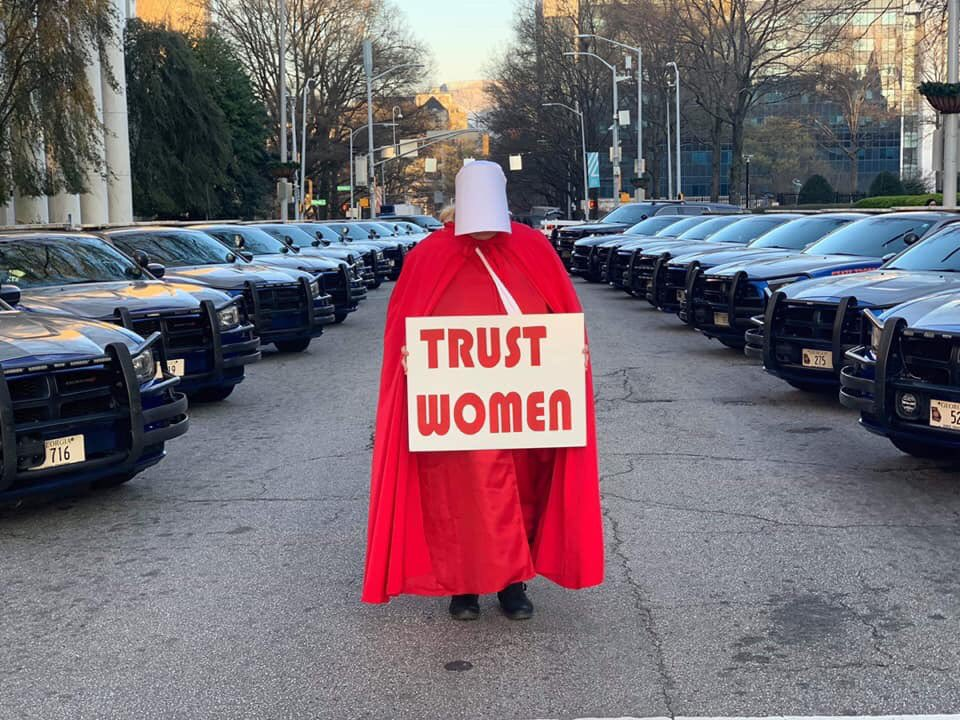 Today in Georgia, Republican lawmakers are about to pass a bill that would ban abortion &gt; 6 weeks, before most women know they're pregnant. We don't even know if these lawmakers were legitimately elected bc GA uses unauditable voting machines. #ProtectOurVotes #gapol #NoHB481 1/ <br>http://pic.twitter.com/jwFfOHYcPm