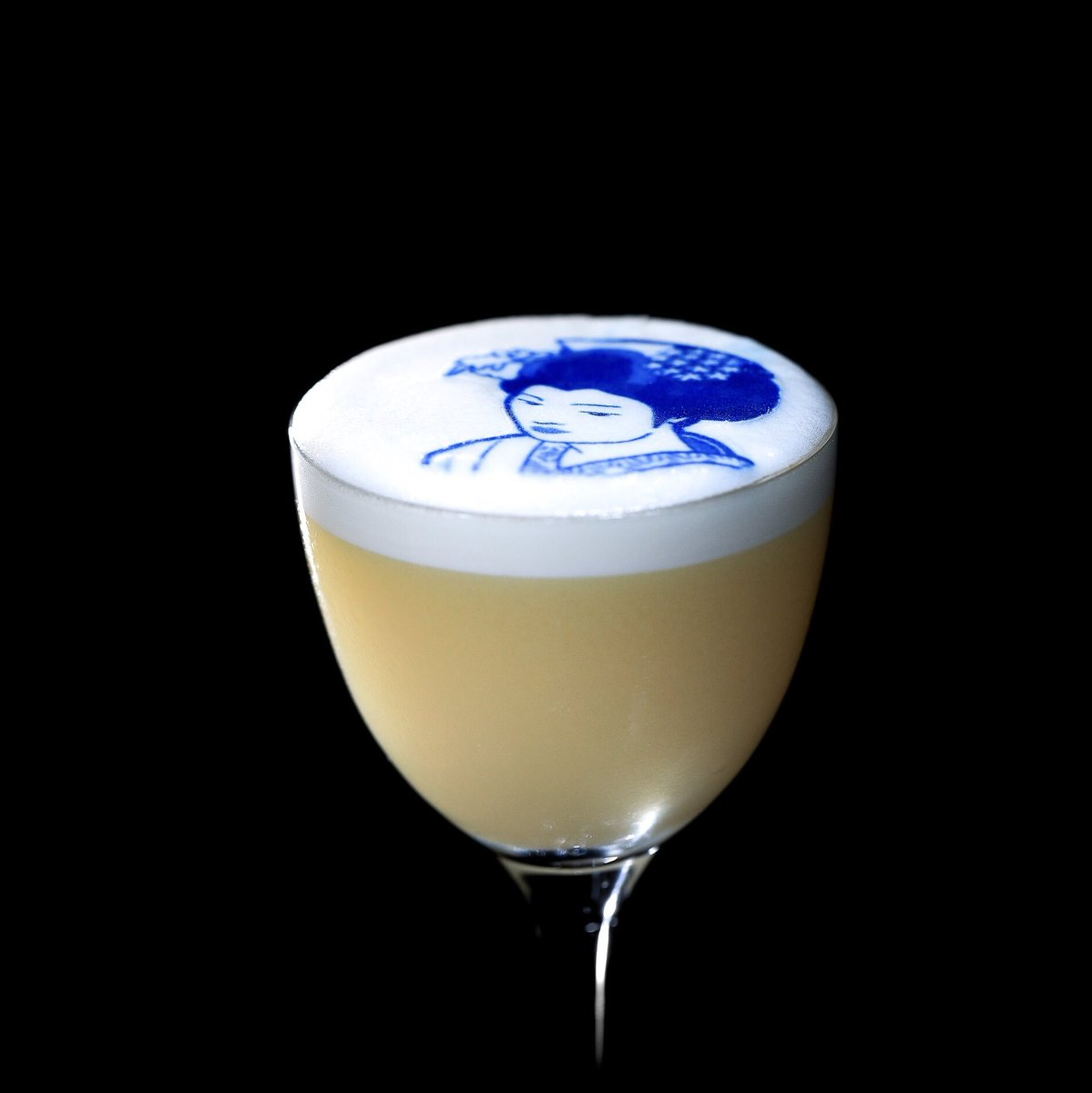 Now that&#39;s what I call a cocktail ! The White Geisha will be launching at @LuckyCatGR.....coming soon ! Gx #LuckyCatMayfair <br>http://pic.twitter.com/XdqVYuAwr5