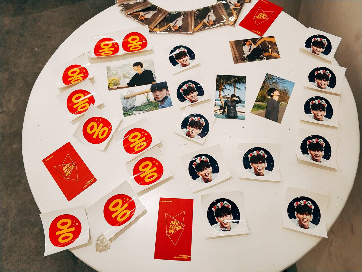 Vietnamese&#39;s fans give away 500 set cards and sticker for Ong Seong Wu fanmeeting at Malaysia and Singapore   Just meet us at the venue to take it.  Please retweet it . Thank you  #OSWETERNITYINMY  #ONGSEONGWU1stFanmeetinginMY  #OngSeongwu  #ONGSEONGWU1stFanmeetinginMY<br>http://pic.twitter.com/eRDWnFnfXE