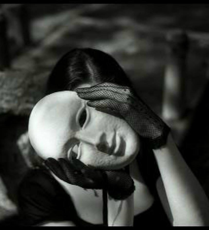 Картинки с масками печали