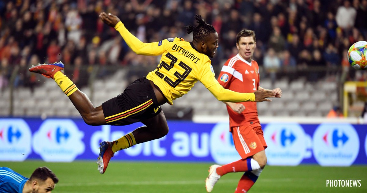 Let's fly into the weekend like #Batsman @mbatshuayi 🦇😉 Thank god it's Friday!  #COMEONBELGIUM 🇧🇪 #EURO2020 #TGIF #EuropeanQualifiers #CYPBEL