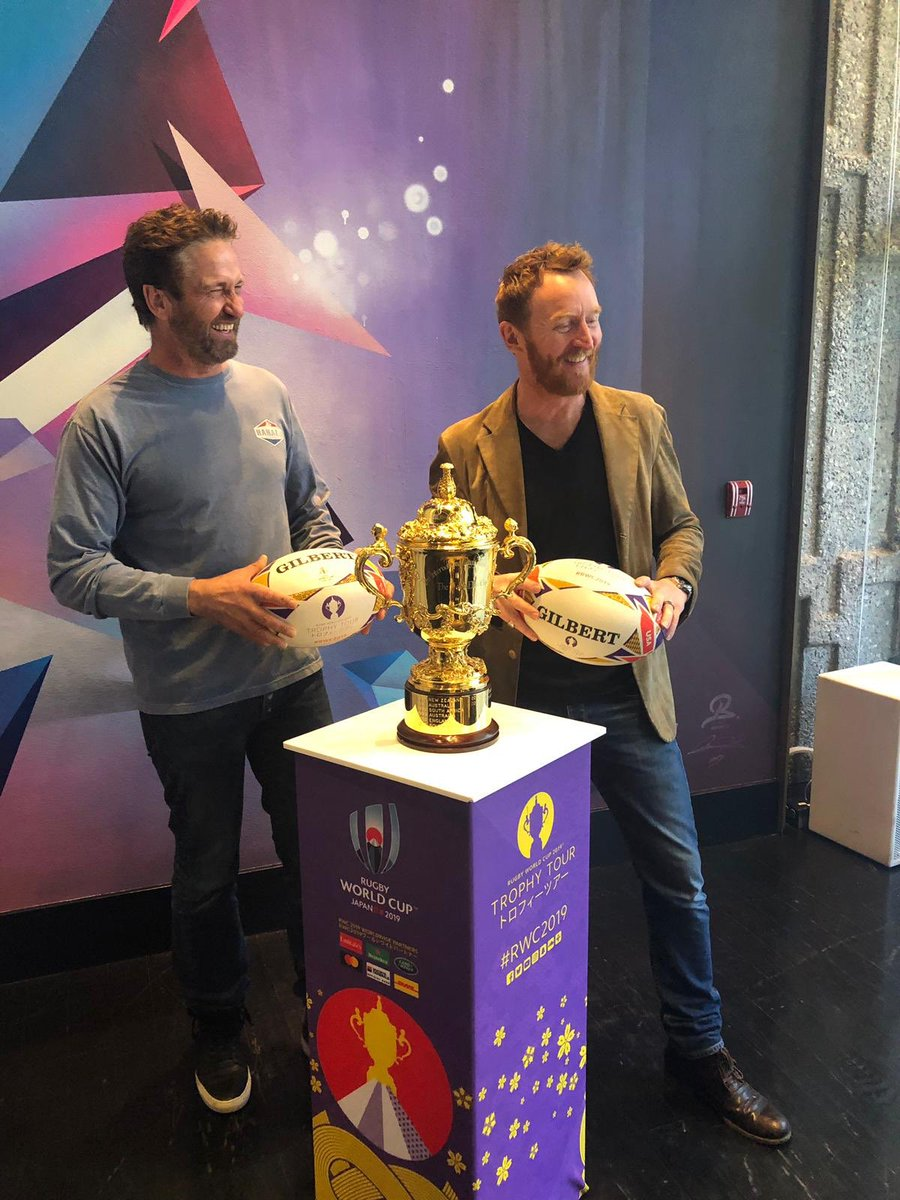 test Twitter Media - The Webb Ellis Cup finds two of @Scotlandteam's biggest rugby fans @GerardButler and @TonyCurran69 in Hollywood #RWC2019 https://t.co/p62ahThLuN