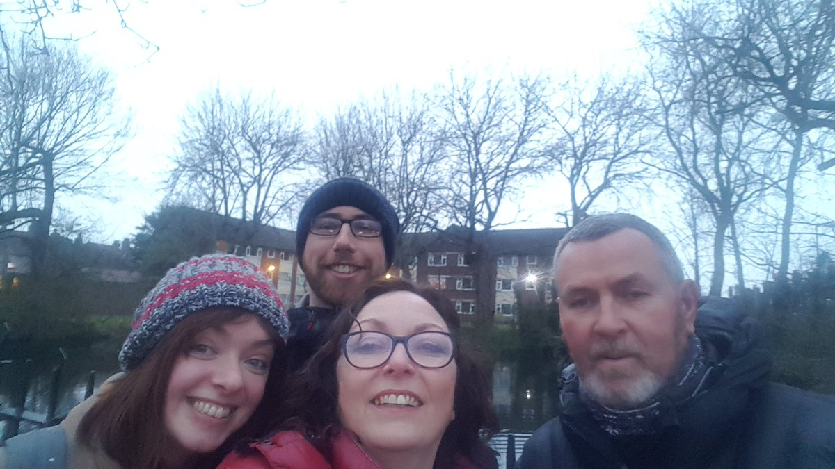 Drizzly night in #Blundellsands but a fantastic reception on the #LabourDoorstep for our local @UKLabour candidate @My_Mantaray   Thank you to @DianeRoscoe2 @aquatrekdive and Liam  #ChangeIsComing<br>http://pic.twitter.com/vMUfwp90Pe