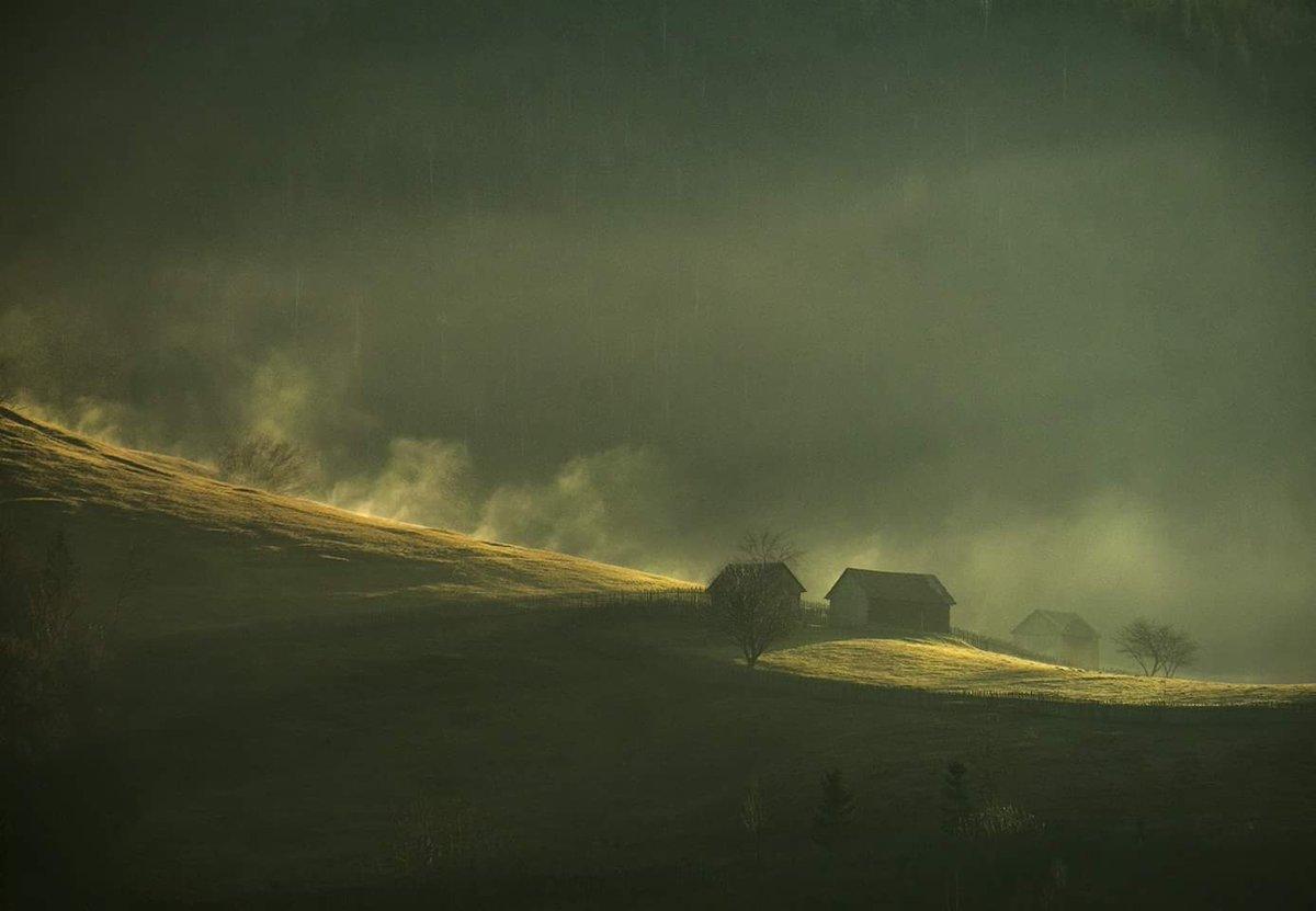 Little house on the hill #photography #photooftheday #landscapephotography #sunrise