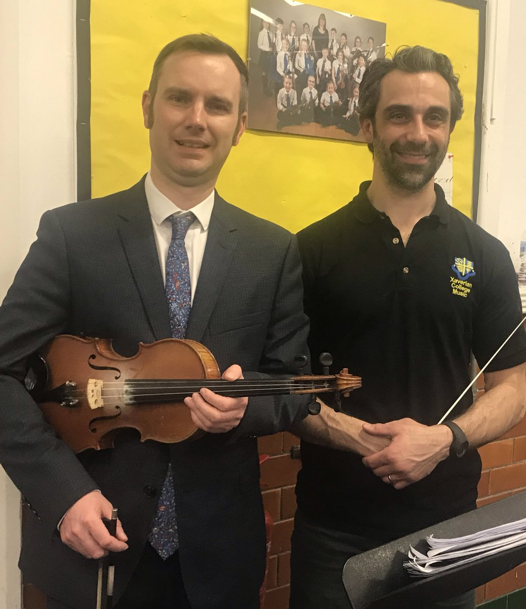Great to have the super-talented Trafford Mayor @TomWRoss join the violin section of our Philharmonic Orchestra tonight - pictured with conductor Andrew Levendis.   Thank you for your support. See you at our concert on Sunday.   @TraffordCouncil #violin #MusicEducation <br>http://pic.twitter.com/KOmGraweXO
