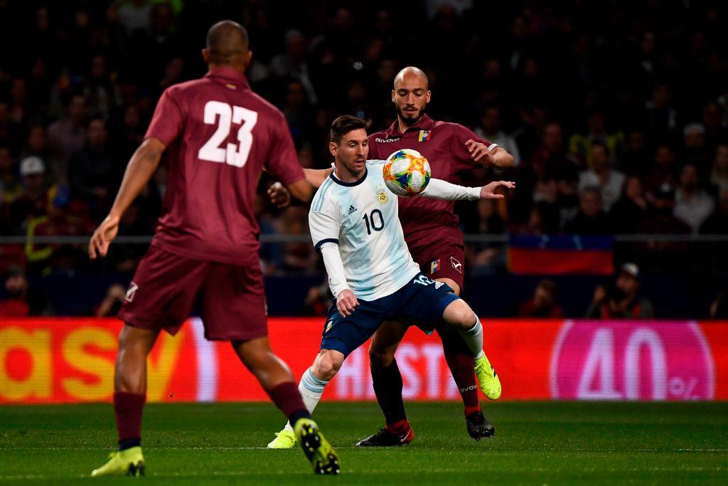 Argentina sufrió un cachetazo inesperado ante Venezuela, en la vuelta de Messi a la Seleccion (Video) D2SeH_lXgAEo5Ux