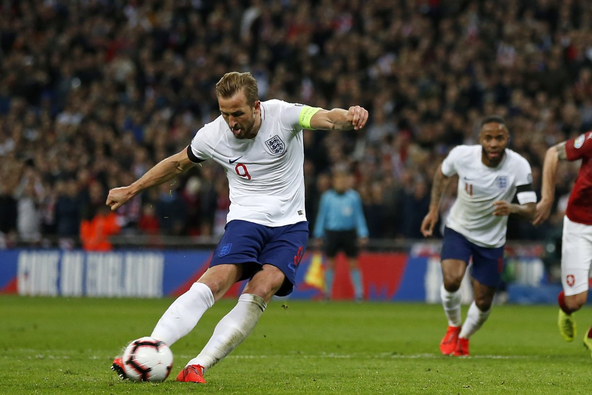 Harry Kane has now scored 16 goals in his last 18 starts for England. Absolutely clinical.  #ENG #ENGCZE  ⚽🏴🇨🇿