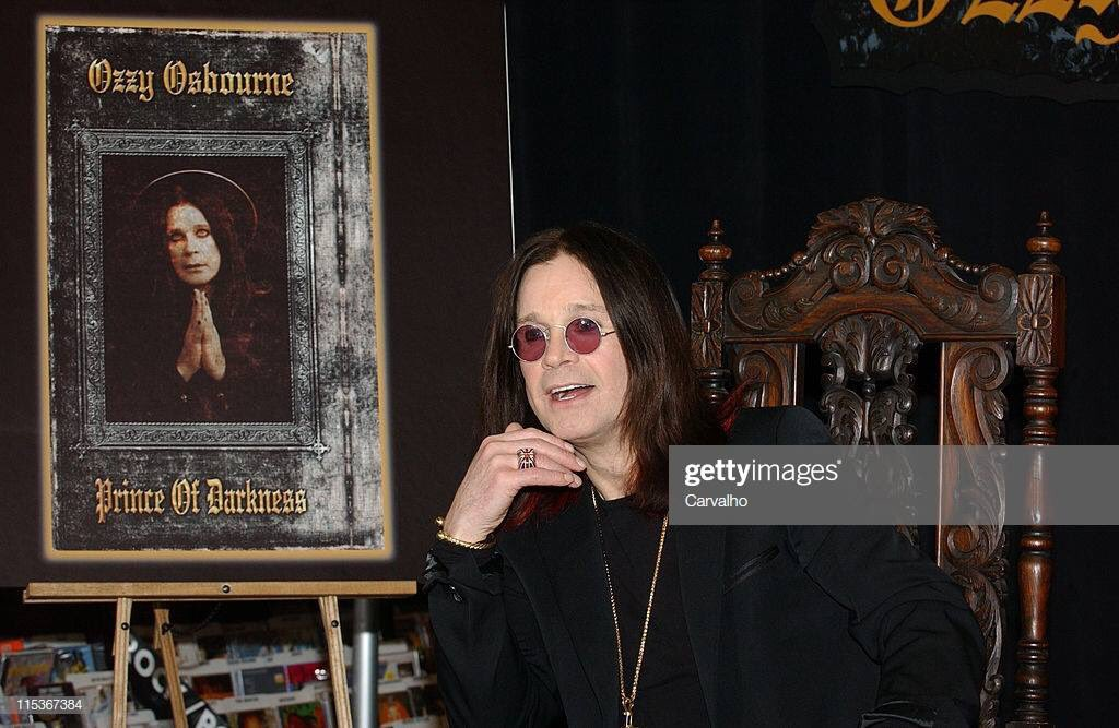 March 22, 2005  at Tower Records in New York  #fbf <br>http://pic.twitter.com/lLTYvJ3iuU